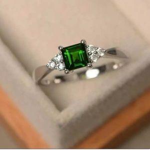 Jewelry - Sterling Silver Emerald Diamond Dainty Ring